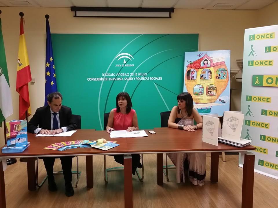 Ventura Pazos (presidente Consejo Territorial ONCE), Silvia Oñate (Directora del IAM) y la psicóloga de los recursos de acogida de Sevilla en la presentación.